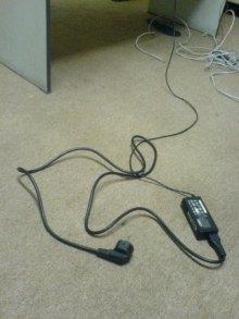 charger laptop tertinggal