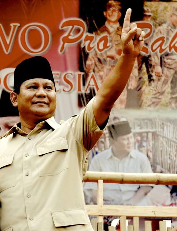 Siapa yang mengaku orang Indonesia, yang hidup di Indonesia, yang bekerja di Indonesia, yang berkarya di Indonesia, membela Indonesia, adalah saudara saya.<br />  Jadi wajib saya melindunginya, membantunya, mempertahankan hak-haknya. Ini adalah sumpah saya, Prabowo Subianto kepada diri saya sendiri dan kepada Allah SWT. (courtesy of Prabowo Subianto on facebook:https://www.facebook.com/PrabowoSubianto)