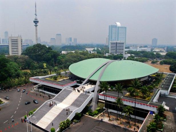 Gedung DPR/MPR Jakarta (courtesy of zona-populer.blogspot.com)